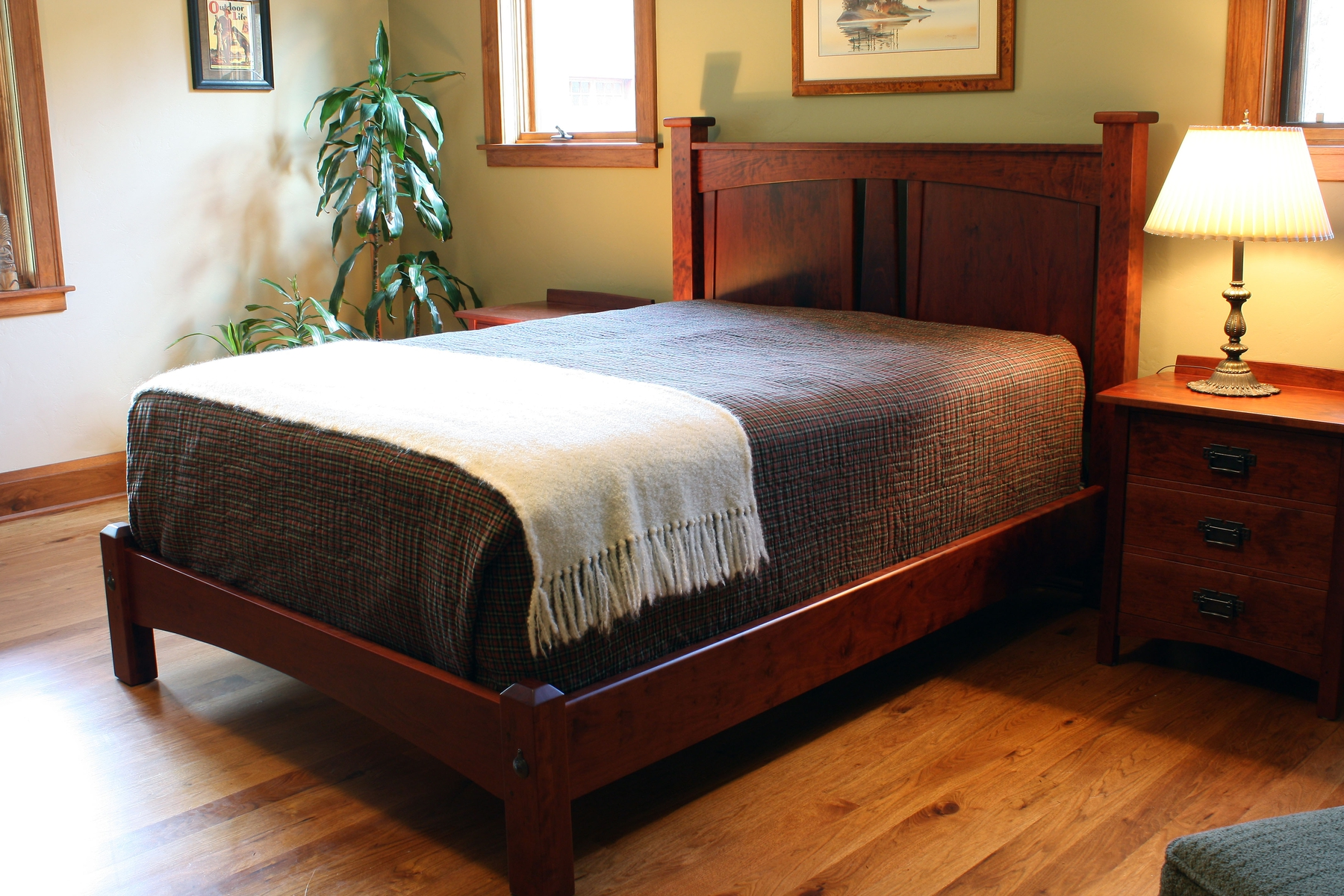 6bSjVrAlRtOBS9S79ZW0_Bungalow-Style-Headboard-by-Montana-Cabinet-Canoe-at-CustomMade.com_.jpg