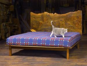 l7oL5S68STcSRjra6TZu_Walnut-Bed-by-Kinloch-Woodworking-LTD.-at-CustomMade.com_.jpg